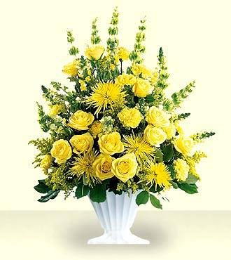 Discount Flower Delivery on Ftd Glowing Ray Arrangement   Sympathy Flowers   Flowers Fast
